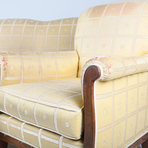 Mobilier de salon en bois et bois de placage, les accotoirs en crosse ornés de f…