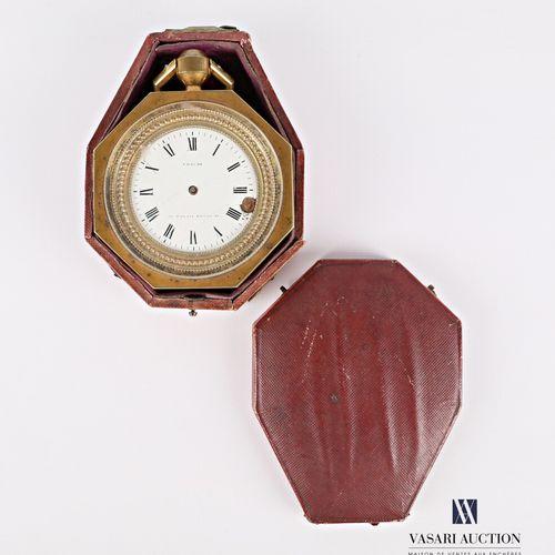 Pendule de voyage en bronze de forme octogonale, le cadran émaillé blanc marqué …