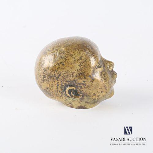 CKN (XXème siècle)  Tête de bébé les yeux clos  Bronze à patine médaille  Monogr…