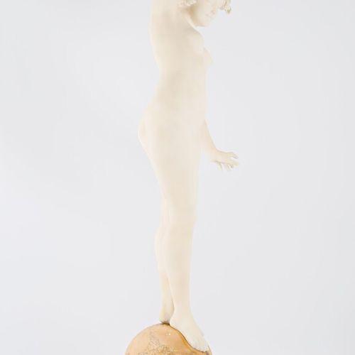 MORELLI F.  En équilibre  Albâtre et marbre  Signé sur la terrassse et situé à F…
