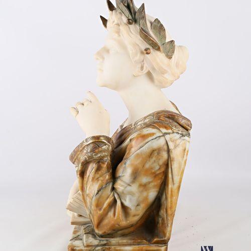 KLEIN PARIS  Sujet en marbre et albâtre figurant une femme laurée levant les yeu…