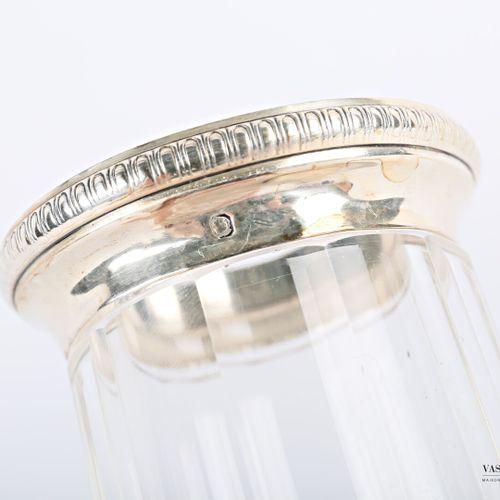 Vase en cristal taillé à pans coupé de forme balustre, la base et le col sont or…