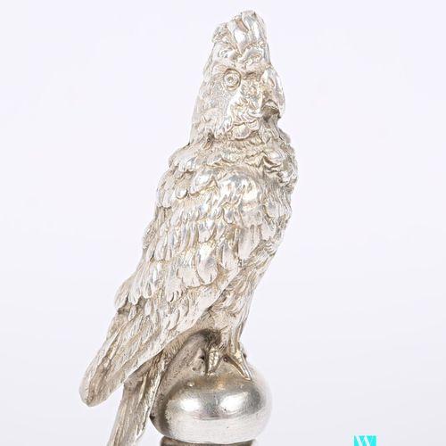 Cachet aveugle en argent, la prise représentant un perroquet  Poids : 165,97 g H…