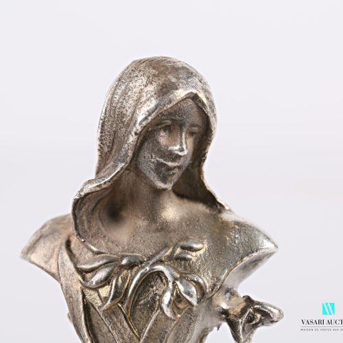 Cachet en argent, le manche figurant une femme dans le goût Art Nouveau, chiffré…