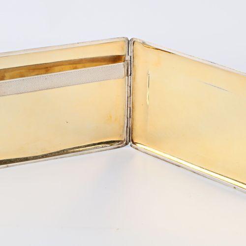 Étui à cigarettes de marque Lancel en argent, les plats ornés de bandeaux horizo…