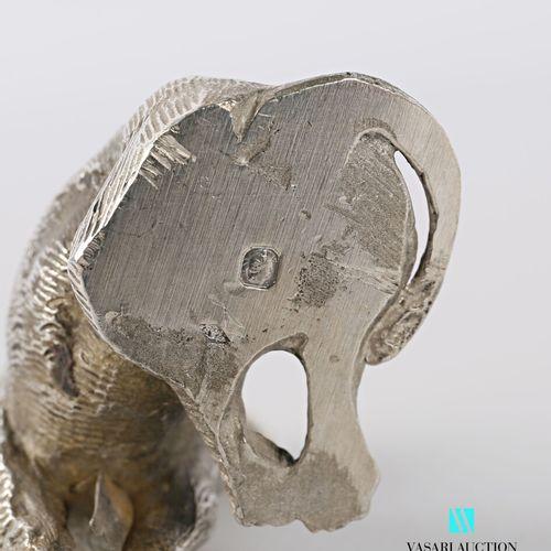 Sujet en argent représentant un teckel à poil long assis  Poids : 168,29 g  Haut…