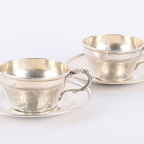 Deux tasses et leurs sous tasses en argent à décor pour l'une d'une réserve chif…