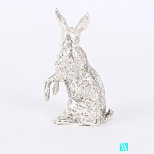Sujet en argent figurant un lièvre assis  Poids : 125 g Haut. : 6 cm