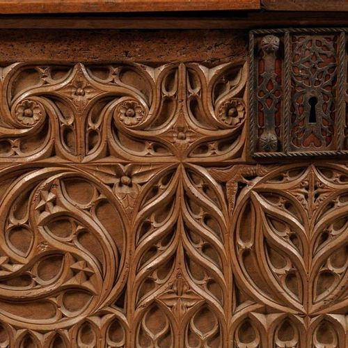 Chest composed of a facade decorated with windows. Partly from the 15th century …