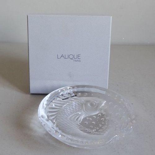 LALIQUE LALIQUE France  CENDRIER modèle CONCARNEAU de forme ronde en cristal tra…