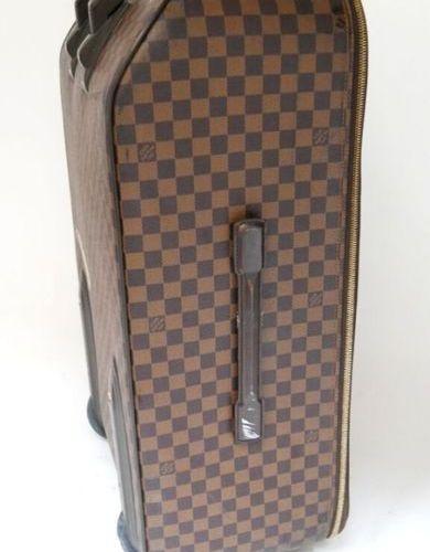 LOUIS VUITTON, Paris Valise à roulettes modèle PEGASE en toile Damier et cuir br…