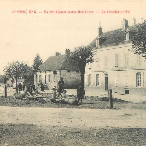 56 SAONE AND LOIRE POSTCARDS: Divers 10cp & Saint Légeer sous Beuvray 46cp. Incl…