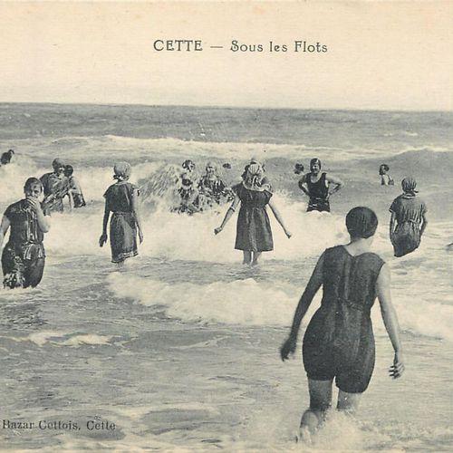"""31 BEACH SCENED POSTCARDS: Miscellaneous. Including"""" Cette Sous les Flots, Osten…"""