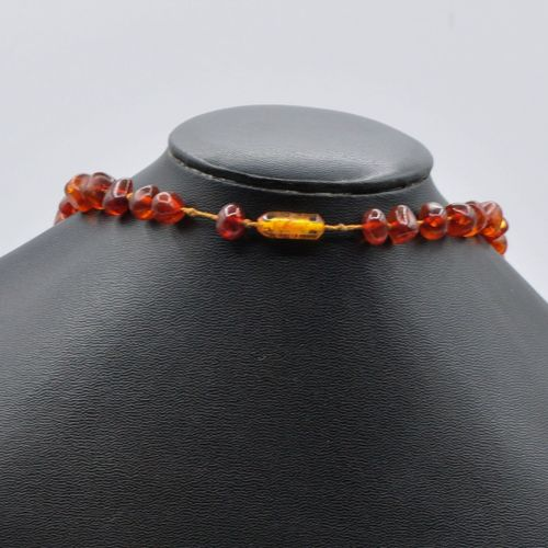 Sautoir boules en ambre synthétique. Longueur : 72 cm Poids brut : 55,89 gr    L…