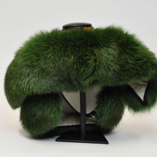 Lot de fourrures comprenant :   Un col en renard teinté vert   Une écharpe en vi…