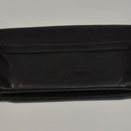 UNGARO  Porte feuille en cuir noir, fermeture pression, intérieur zip.  Dimensio…