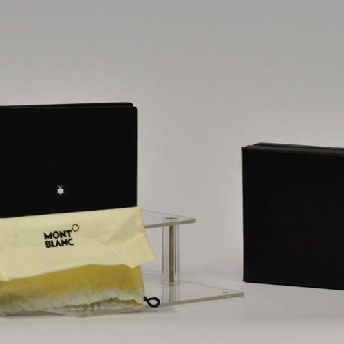 MONTBLANC Made in Italy  Porte carte en cuir à motif de croisillons.  Dimensions…