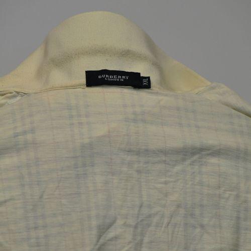 BURBERRY London  Lot comprenant deux chemises manches courtes en coton, l'une be…