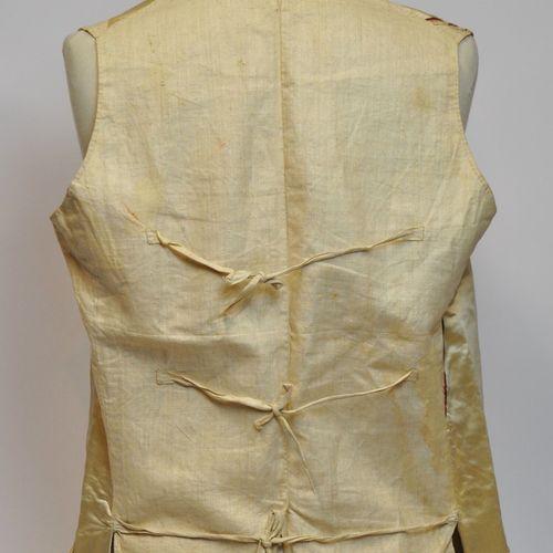 Gilet d'homme à poches en toile de lin et soie polychrome à décor de fleurs brod…