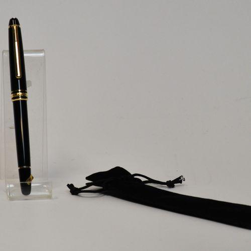 MONTBLANC  Meisterstuck 144, Stylo plume en résine noire, plume or bicolore 18k,…