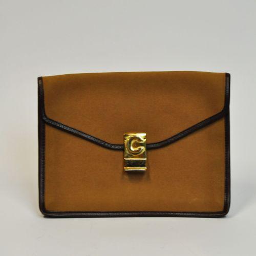 CELINE Paris  Pochette enveloppe en tissus marran gansé de cuir marron foncé, fe…