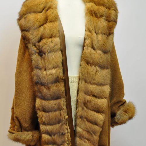 Veste en cachemire et renard camel, réglable à la taille. Taille 42  (Petites us…