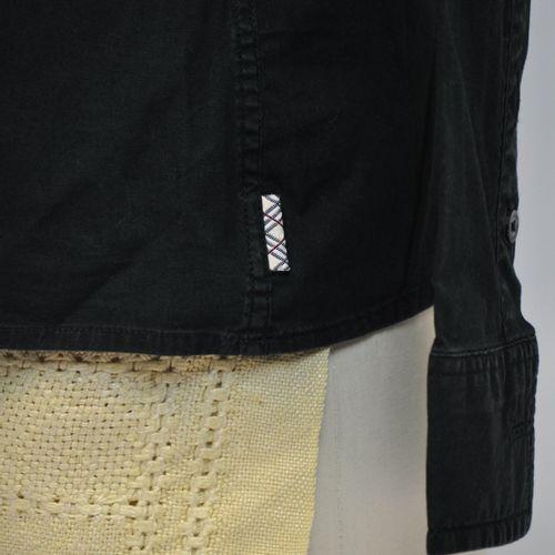 BURBERRY London  Deux chemises en coton pour femme, l'une en coton noir, taille …