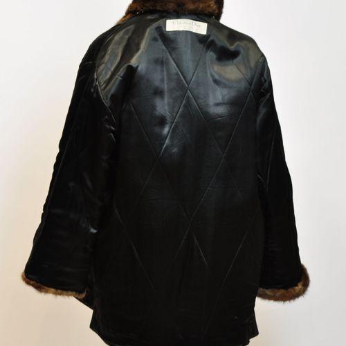 Christian DIOR Boutique Paris  Manteau matelassé noir, col et manches en vison m…