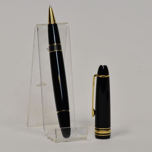 MONTBLANC  Grand roller LEGRAND en résine précieuse noire avec sa recharge. Dans…