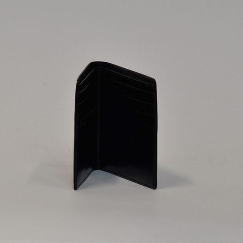 MONTBLANC  Portefeuille noir verni lisse siglé à l'étoile  Dimensions : 9,5 x 11…