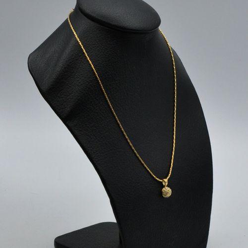 Lot de bijoux fantaisie comprenant :   Un pendentif coeur en argent 925 millième…