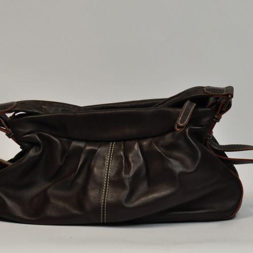 LANCEL, Paris,  Sac en cuir marron modèle ANGELINA  L. : 45 cm environ    Bon ét…