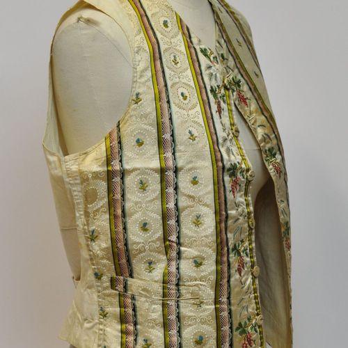 Gilet d'homme en toile de lin, soie et soie damassée à décor de grappes de raisi…