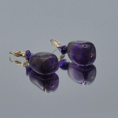 Demi parure en galets d'améthyste comprenant un collier et une paire de boucles …