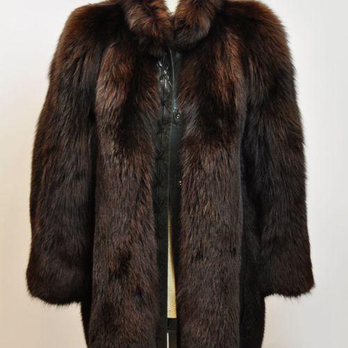 Veste en renard, reflets cuivré et cuir noir. Taille 40  (Bon état général avec …
