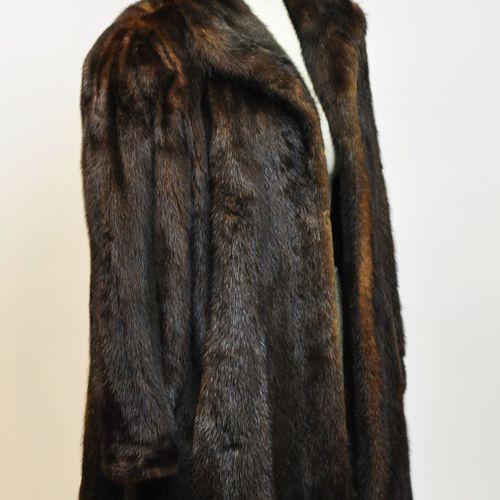 Manteau en vison marron foncé Taille 40/42    Le retrait des lots se fera sur re…