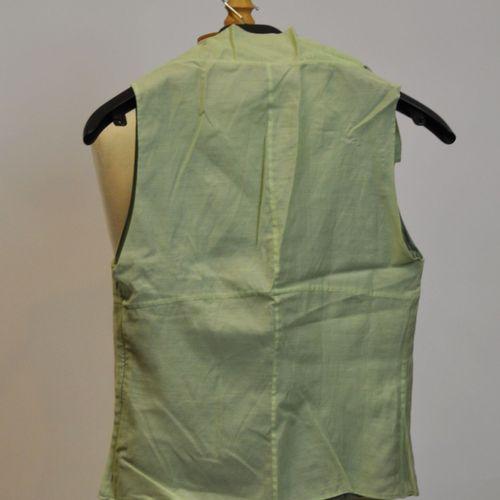 Thierry MUGLER et CACHAREL  Lot comprenant une robe d'été en coton blanc, taille…