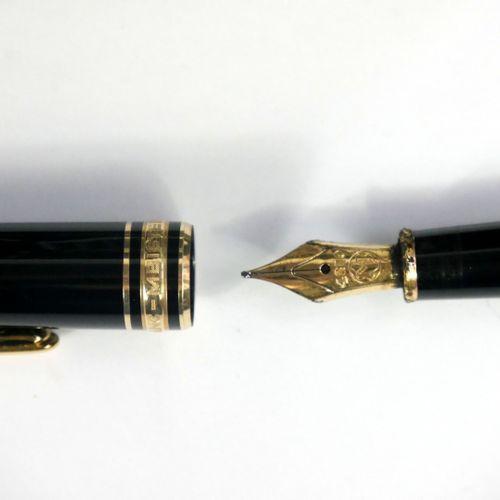 MONTBLANC, Meisterstuck 144  Stylo plume classique, plume fine or jaune 585 mill…