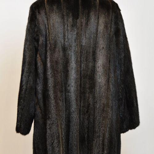 Manteau de vison marron, lamé, à reflets argentés. Taille 38/40  (Bon état)    L…