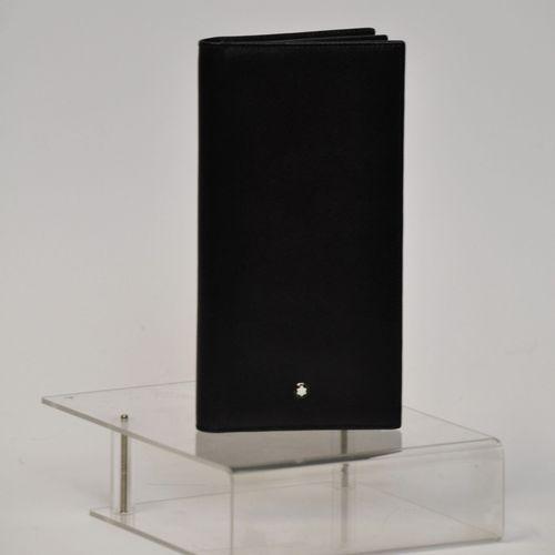 MONTBLANC  Grand porte carte en cuir grainé noir  Dimensions : 8 x 11 cm  (Très …
