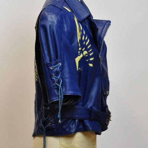 EPIDERME Paris  Veste perfecto en agneau bleu électrique, manches courtes, ceint…