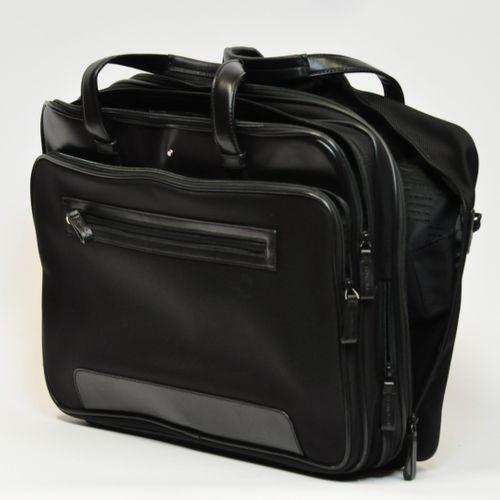 MONTBLANC  Besace à bandoulière réglable en tissus et cuir noir, multi poches et…