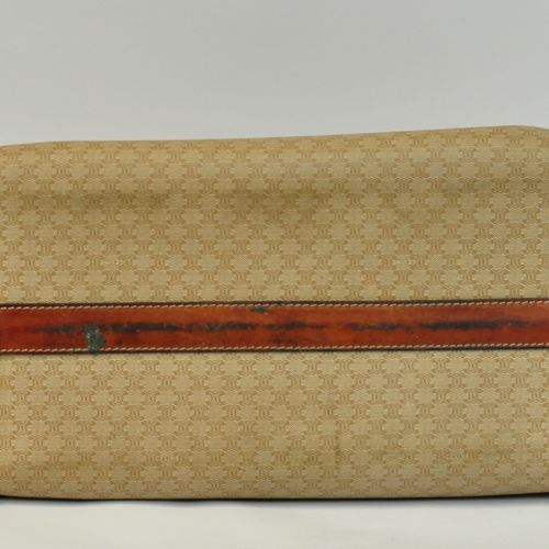 CELINE Paris  Sac 24h en toile enduite et cuir fauve, deux anses, fermetures zip…