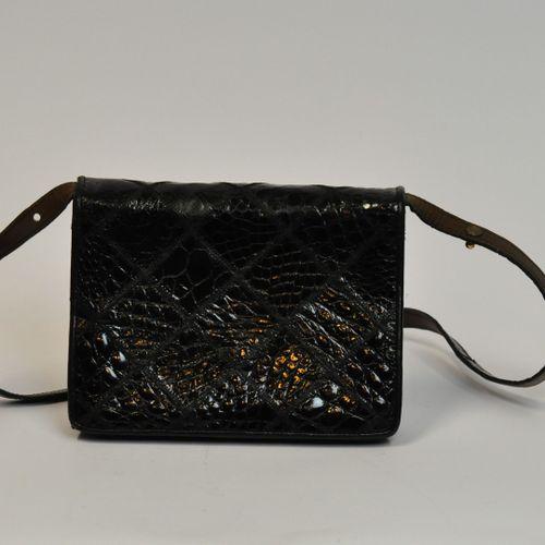 Sac à bandoulière réglable rectangulaire en cuir noir imitant le crocodile, à mo…