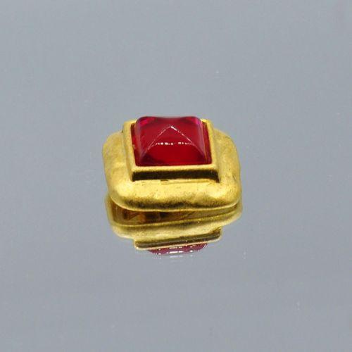 LANCOME Paris  Broche pendentif carré en métal doré centré d'un pain de sucre en…