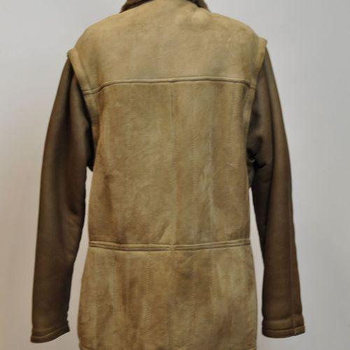 Veste d'homme en mouton retourné marron, les manches amovibles, poches zippées, …