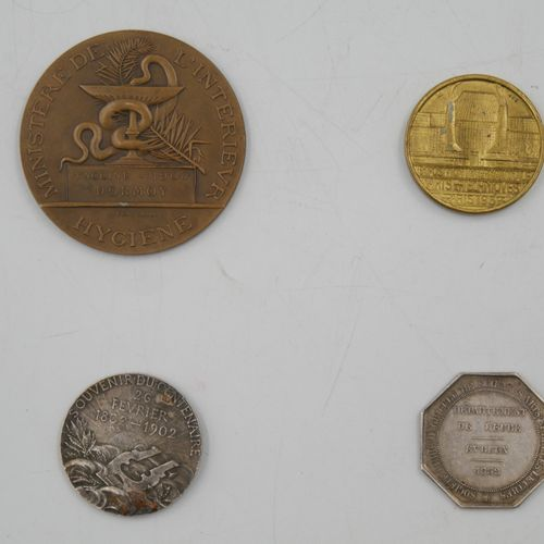 4 Jeton et Médailles. France.  Louis Philippe I Roi des Français.  Avers : Buste…