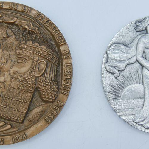 2 Médailles de table :  Célébration du 2500eme Anniversaire de la fondation de l…