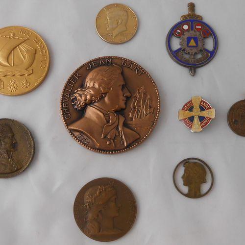 9 MEDAILLES : Civiles et à Divers. Bronze et Métal.  J.A. MANUEL Elu député de l…