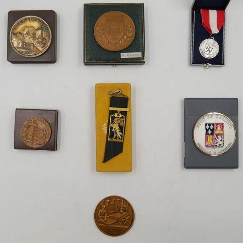 VILLES. Ensemble de 7 Médailles. Divers métal.  Ville de Bitche Je mords derrièr…